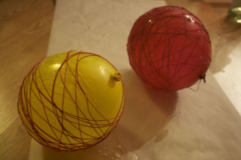 Come creare decorazioni natalizie e addobbi riciclando for Oggetti da appendere