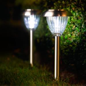 Illuminazione da giardino a pannelli solari: lampade e lampioni ...