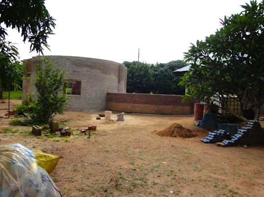 La casa costruita con bottiglie di plastica l 39 innovazione for Costo della costruzione di una casa con 3 camere da letto