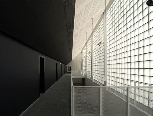 Mattoni fotovoltaici in vetro per edifici ecosostenibili