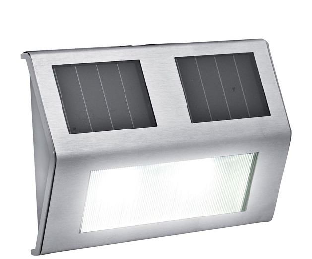 Il punto luce solare per l illuminazione delle scale in giardino