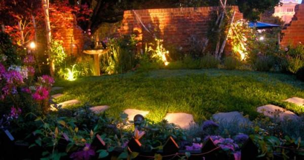 Semplici soluzioni per un giardino fotovoltaico for Soluzioni per dividere giardino