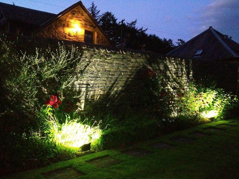 Semplici soluzioni per un giardino fotovoltaico for Soluzioni per giardino