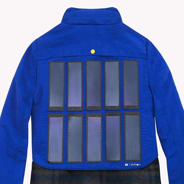 best service c6633 14c8d Tommy Hilfiger, arriva la giacca con i pannelli solari