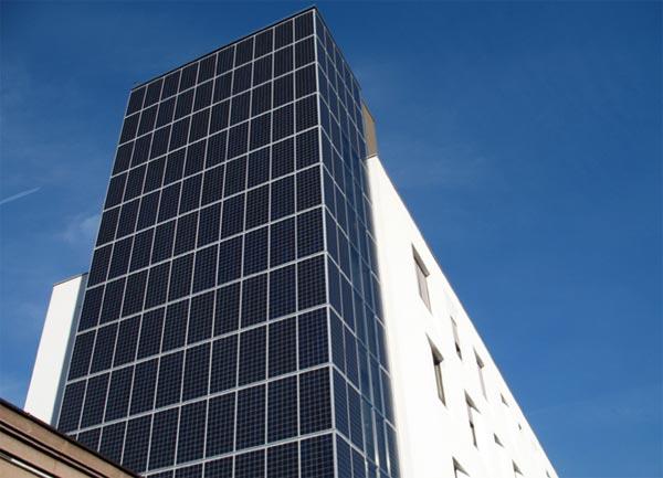 Cosa sono gli impianti fotovoltaici integrati - Finestre con pannelli solari ...