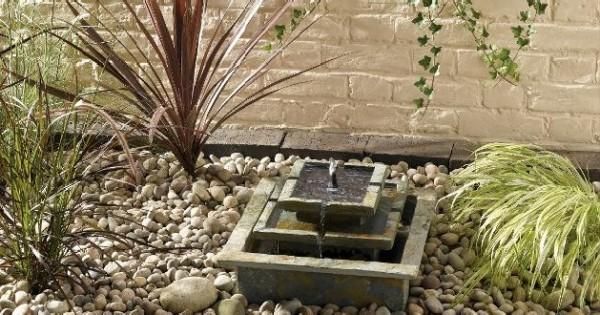 Le fontane solari da giardino caratteristiche di alcuni for Fontana fai da te