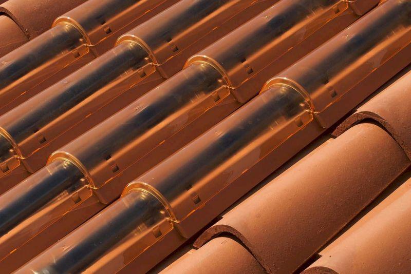 Fotovoltaico sul tetto tipologie di tegole e soluzioni for Isolamento per tubi di riscaldamento in rame