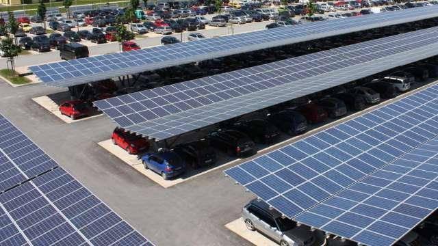 Il fotovoltaico nei parcheggi: i vantaggi e le aree a disposizione