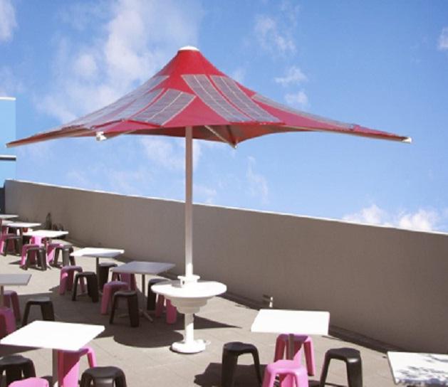 Cellulare Con Pannello Solare : L ombrellone ad energia solare modelli da spiaggia e