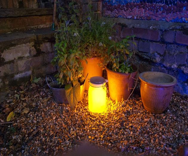 Il barattolo solare sun jar: una lampada solare per lilluminazione