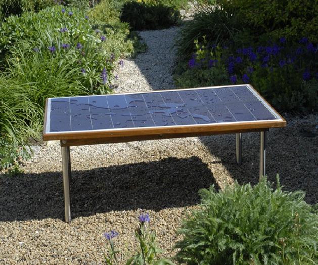 Il tavolo da giardino fotovoltaico