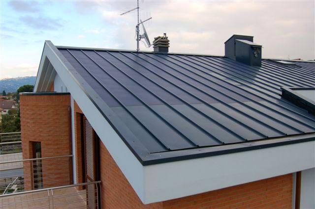 Fotovoltaico sul tetto tipologie di tegole e soluzioni for Tetto coibentato prezzi